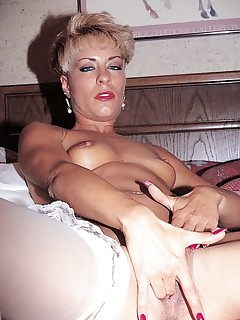 Hardcore Mature Fingering and Sucking While Shooting Video