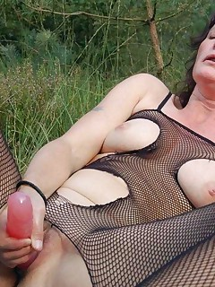 Naughty mature babe struts her naked body outdoors and examines her wet slit with a pussy toy