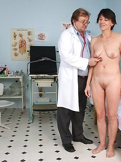 Kaja  aged puss pussy spreader gyno test at clinic