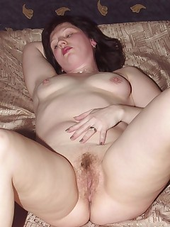 Cock-starved plump mom taking a time out to rub her hungry hole!