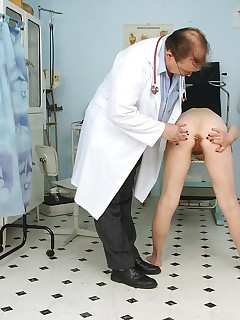 Elder Helena mature cooter gyno specula test at gyno clinic
