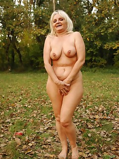 Blonde granny Szandra slurping a stiff prick and taking it in her snatch doggy style live