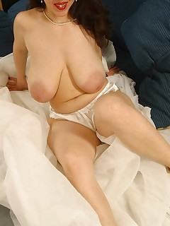 Brunette MILF squeezing her massive pink-nipped tits together!