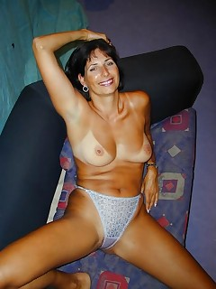 Sexy Hardcore Mature Stripping and Showing Tanned Body
