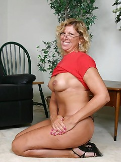 Blonde granny Alicia flaunts her fleshy ass and spreading her cooze while sucking a cock