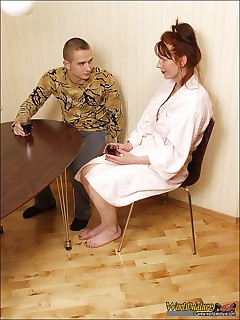 Mature whore seduces her guest meeting him in a bathrobe