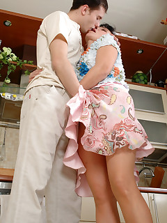 Outrageously hot mature chick welcomes her lover with open mouth and muff