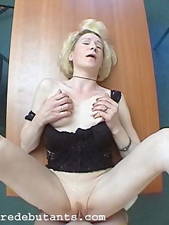 Before employment of new workers, boss fingering & banging mature lady in her old ass