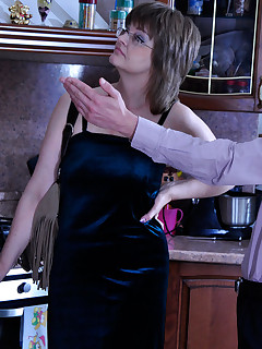 Wanton mature lady gives a test-drive to a new bed with a cute young broker
