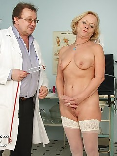 Ladislava  midle aged piss hole gyn mirror gyno inspection at clinic