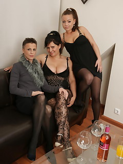 Three old and young lesbians make it big