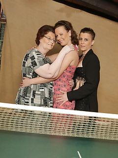 These three old and young lesbians have a game of their own