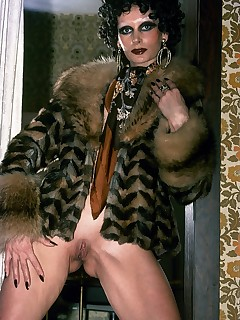 Mature extravaganza from this amazing lady posing for you