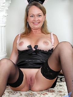 Horny maid Kashmir found toys to fuck in the treasure box