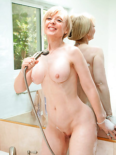 Seductive cougar Nina Hartley stuffs her wet pussy with a glass toy