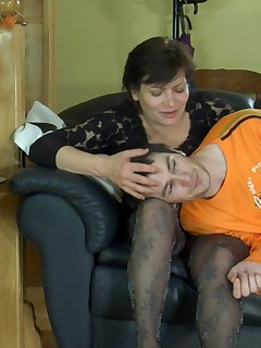 Chubby milf in dark patterned pantyhose makes a guy take a fucking break