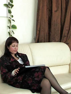Lewd mature chick in black pantyhose giving her lover new fucking sensation