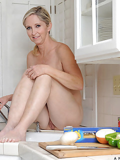 mature shaved
