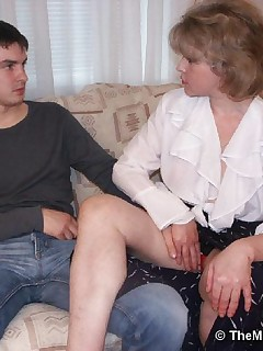 Horny guy licking and fingering an aged cunt