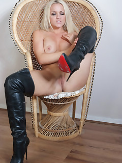 Frankie slips into some long leather boots and spreads her legs wide open.