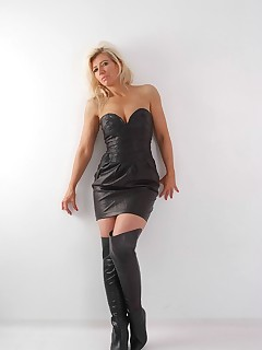 Blonde Milf Nicole gets so turned on in her sexy leather thigh boots