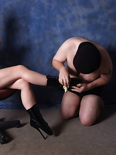 This mistress gets her sissy submissive to lick her leather boots clean