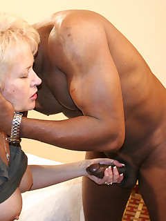 Blonde MILF Tracy meets DWFKnight for some hot slutwife barebacking