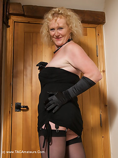 Hi Guys Heres a set from the Archives for you Im in my Black Basque and Stockings and having Fun Posing in the Lounge and BedroomClaire  xxx